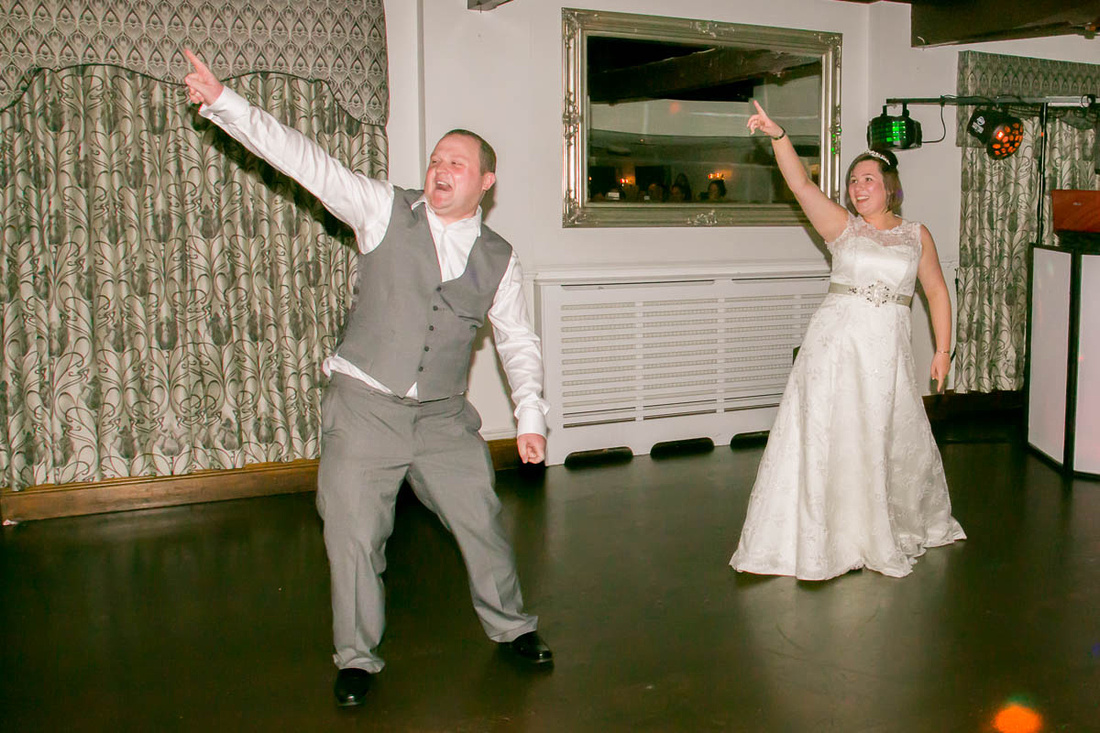 Leicestershire wedding photographer: James and Ruth cut some shapes on the dance floor at Ullesthorpe