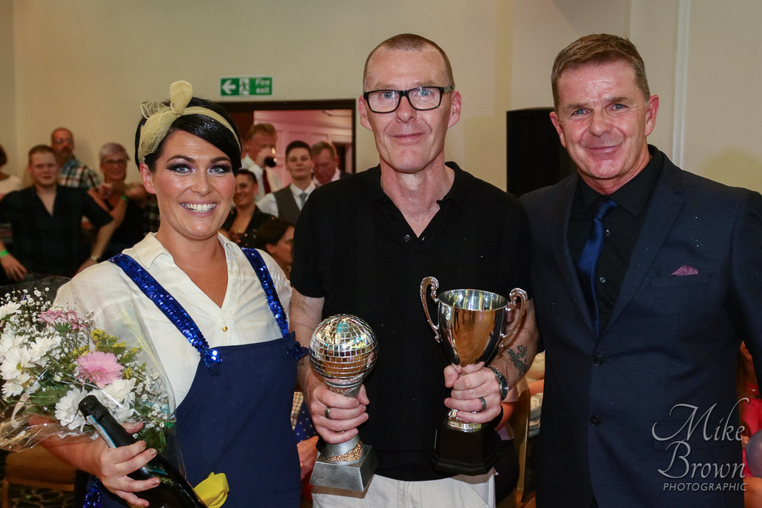 Stacey Fotheringham (l), winner Gez Lyon (centre) and Lakelands Hospice Fundraising Manager Paul Marlow (r)