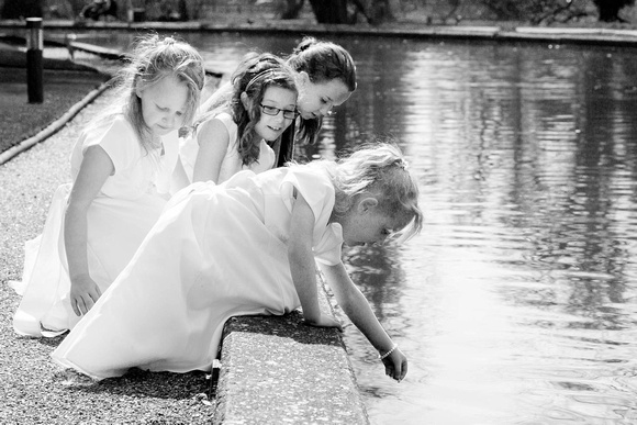 Cambridgeshire Wedding Photographer: Bridesmaids playing by the River Cam